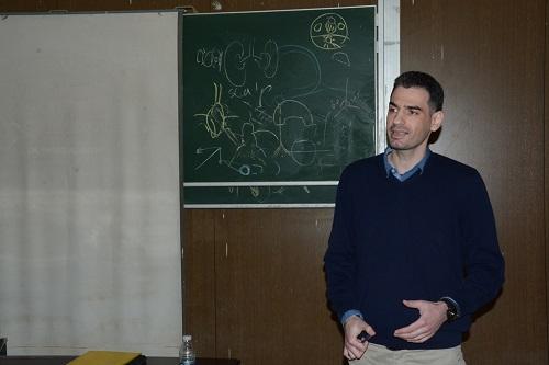 اختيار تدريسي من كلية الطب بجامعة بغداد مقوماً علمياً في مجلة طبية سويسرية