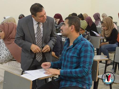 مساعد رئيس جامعة بغداد للشؤون الادارية يتفقد سير الامتحانات النهائية
