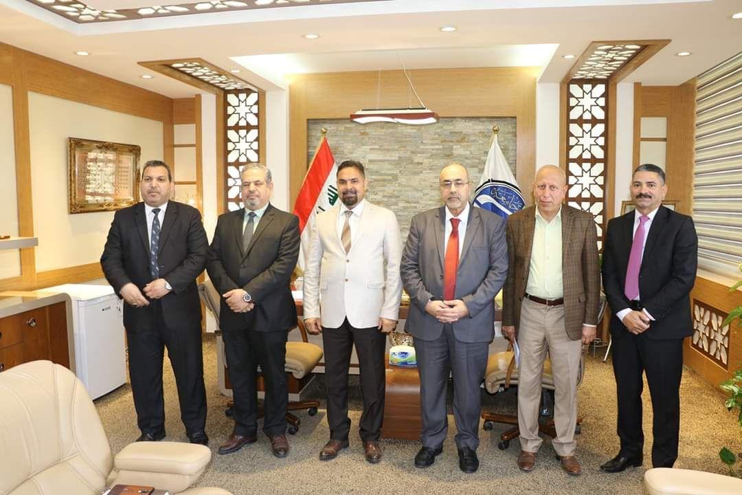 رئيس جامعة بغداد يستقبل مدير عام المركز الوطني للاستشارات الهندسية في وزارة الاعمار والاسكان لمناقشة انجاز مشروع جسر جامعة بغداد