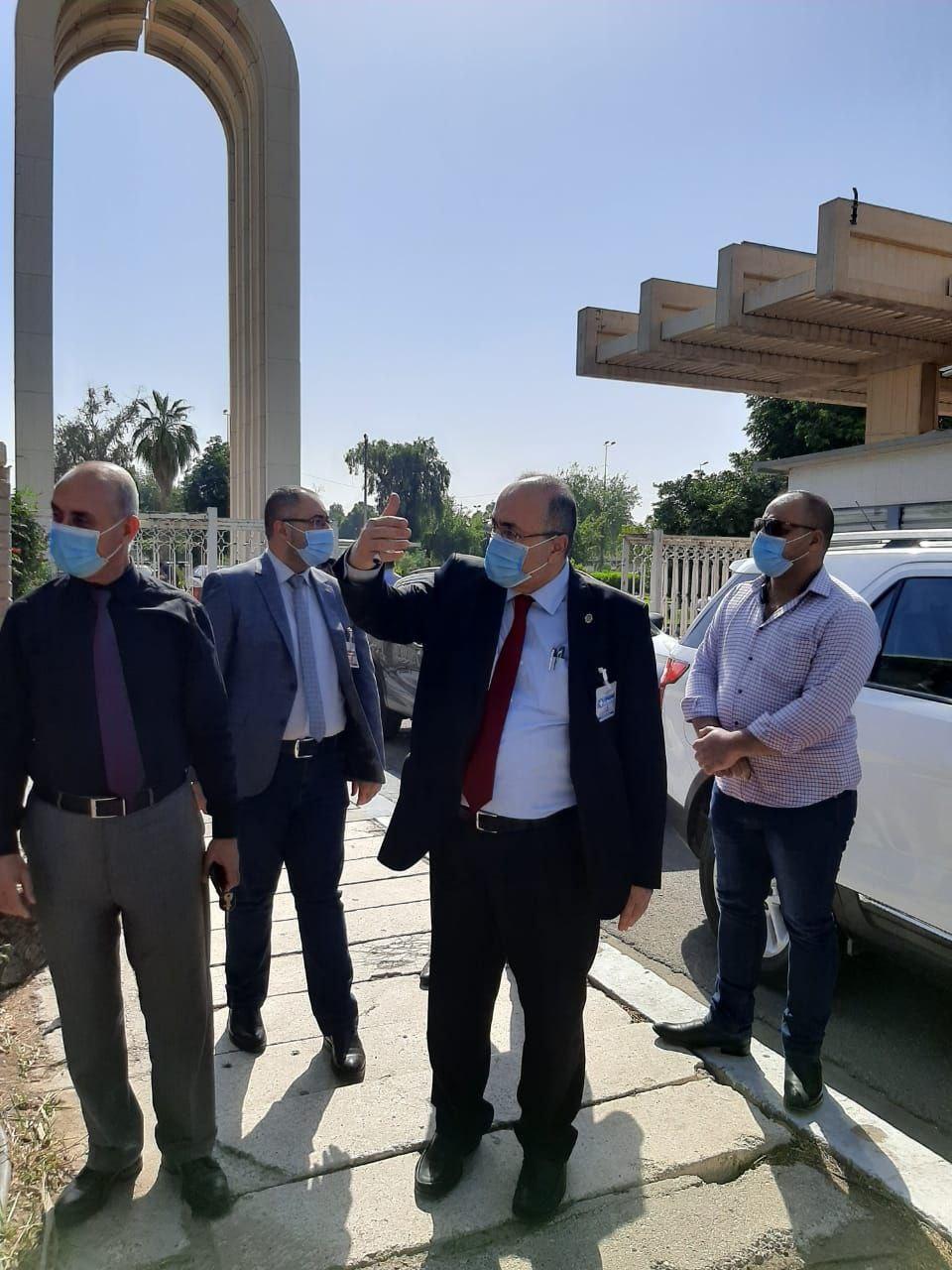 رئيس جامعة بغداد يتفقد حدائق الجامعة وباحاتها