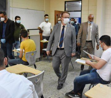رئيس جامعة بغداد يتفقد المراكز الامتحانية لطلبة السادس الاعدادي الادبي